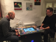 Richard Dagsköld och Marcus Charleville testar arkadspel. Duon ligger bakom spel som bl.a. Gogo the Ghost, Turtle Jump och Anter-Planter.