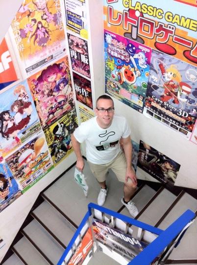 På väg upp i trappan på Trader 2 mot retrospelsvåningen.