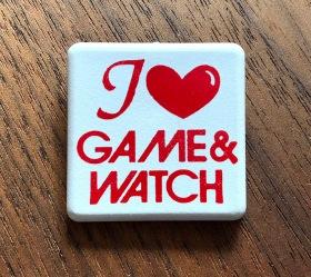 Pinen med Game & Watch-loggan, inspirerad av I love NY-sloganen och loggan som blev populär i slutet av 70-talet.