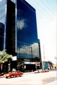 Den svarta skyskrapan på 3rd street där Scavenger huserade.